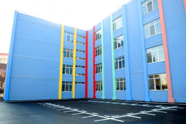 Primul liceu cu grădină pe perete, inaugurat joi în Sectorul 4