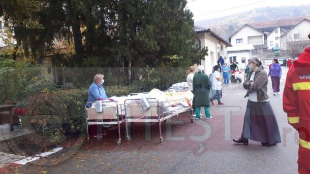 pitalul din Ştefăneşti, evacuat după ce paznicul a dat cu spray lacrimogen după o pisică