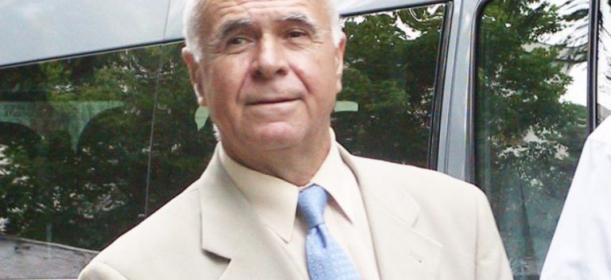Gheorghe Bălășoiu, românul cu cea mai mare pensie din România. Cadru imortalizat într-un spațiu public, în cadrul unui eveniment formal