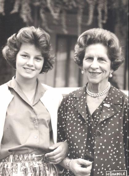 Principesa Margareta în anii tinereții, alături de bunica sa din partea tatălui, Regina Elena a României