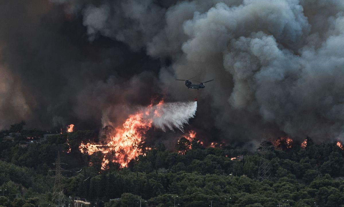 Incendii puternice de vegetație pe tritoriul Greciei, în apropiere de Atena